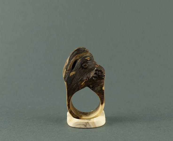 wood ring made of juniper by morgod