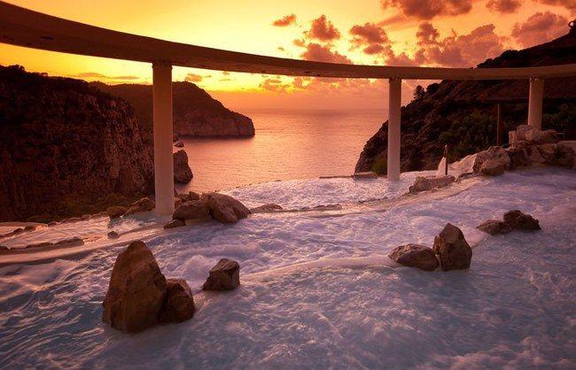 Hacienda na Xamena | #Ibiza, #Spagna | Le #piscine più spettacolari del mondo, dalla Namibia alla Svizzera | #travel