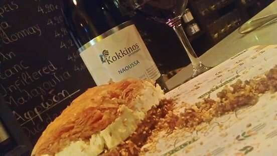 #cinque #winebarpsirri #winebar #psiri #athens #wines #winetasting #wine #winetime #timeforwine #winelover #lovewine #greekwine #greekgrapes #winegeeks #drinkgreekwine #instawine #winestagram #friends #instafood #drinks #foodporn #food #yamas