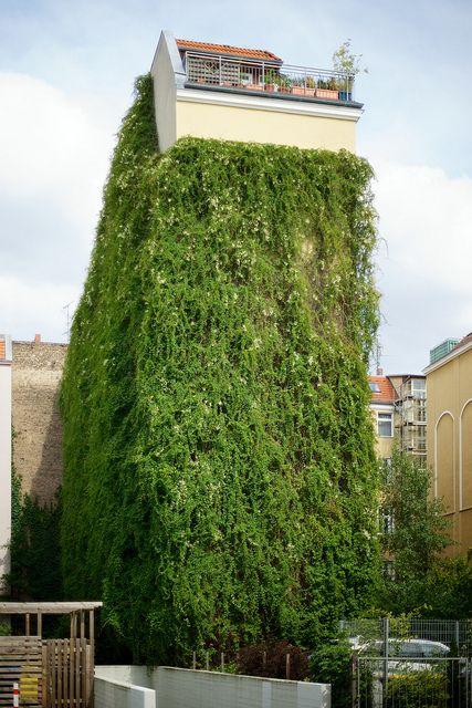 Eisenacher Straße, Berlin-Schöneberg by danichtfür, via Flickr. For further more information : http://www.cityoki.com/en/city/berlin
