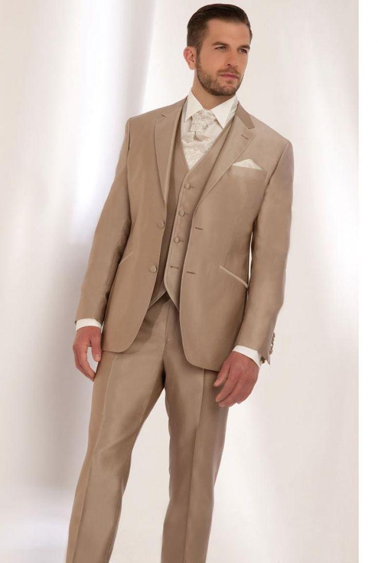 Costume beige de mariage pour homme.                                                                                                                                                      Plus