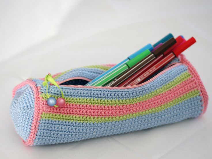 crocheted pencil case - gehäkelte Stifterolle