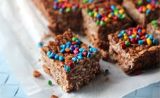 No-bake Nutella Bars | ... packed with oats and cocoa to make tasty little chocolate squares. Top them with your favourite sprinkles.