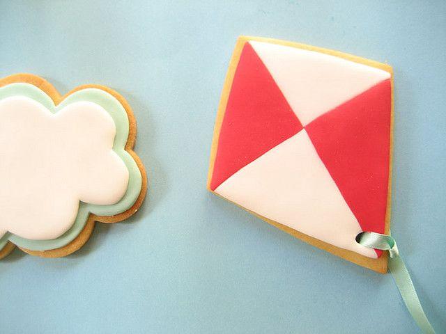 Fondant cloud and kite cookies
