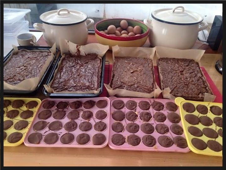 More of Jill's Homemade goodies :D Pans of Brownies and lots of Caramel Cups #yum #homemade #bakes #localfood #dungarvan #foodiefeast #iatetoomuchandnowifeelsick