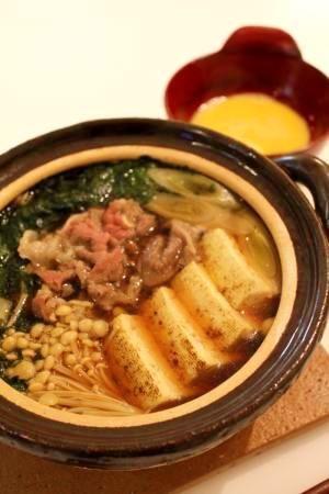 """""""SUKIYAKI taste wheat noodle"""" - japanese recipe/【一人用土鍋で】すき焼き風鍋焼きうどん"""