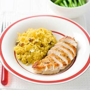 Recept - Kerrierijst met kipfilet en rozijnen - Allerhande