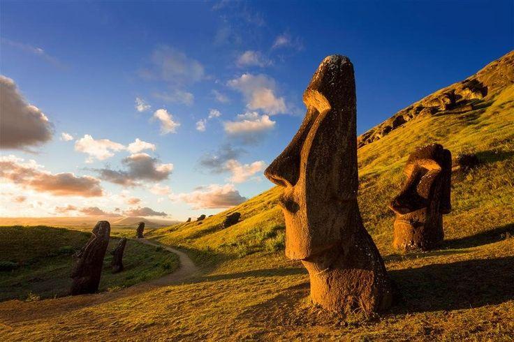 Isla de Pascua · National Geographic en español. · Grandes Viajes. Rapa Nui  Esta isla Patrimonio de la Humanidad se sitúa a casi 4.000 km de las costas de Suramérica y a otros tantos de Tahití. Chile se la anexionó en 1888.