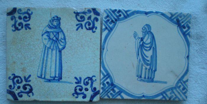 2 Antieke tegels met Figuren ( Zeldzaam )  2 Antieke tegel met Figuren Geestelijken Conditie chipjes en wat randschade hersteld Maat ca 13x13x12 cm GEEN RESTAURATIES IN DE VOORSTELLING !  EUR 60.00  Meer informatie