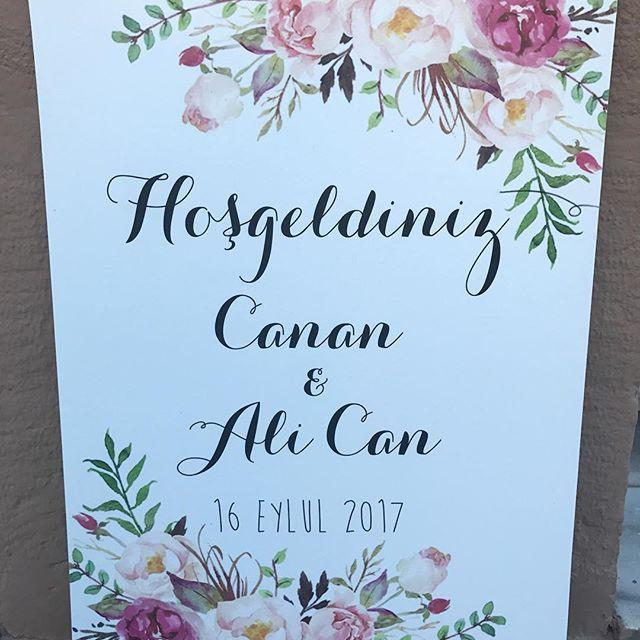 Düğün için karşılama panosu fotoblok  Düğün karşılama panomuz çok uzaklara gidiyor bir kır düğününe güle güle gitsin. #diğün #gelin #damat #wedding #karşılamapanosu #düğünfotoblok #nişanfotoblok #suluboyakarşılamapanosu #gelinlik #kına #bride #bridetobe #bacheloretteparty #afterparty #davet #organizasyon #şekerbüfesi #vintagedugunfikirleri #retrodüğünfikirleri #kırdüğünüfikirleri #designbyceline #designbycelinepanoları #designbycelineçerçeveleri #designbycelinedüğünleri