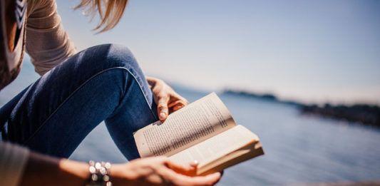 Να μην ερωτευτείς ποτέ γυναίκα που διαβάζει, γυναίκα που αισθάνεται υπερβολικά ή γράφει.