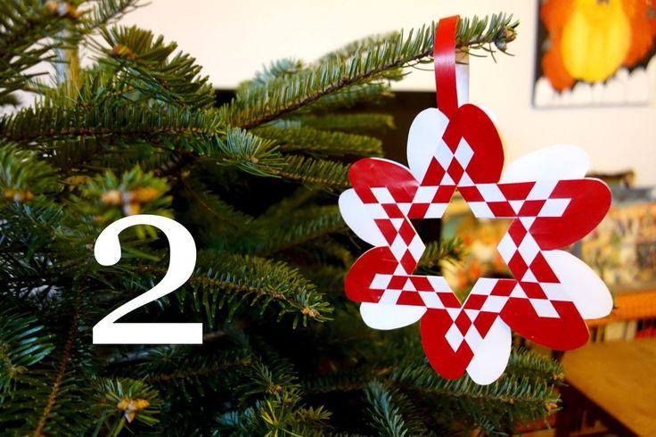 Julehjerte-stjerne   Julehjertedesign.dk: skabeloner til flotte og unikke julehjerter til juletræet. Traditional Danish Christmas hearts for unique paper art.
