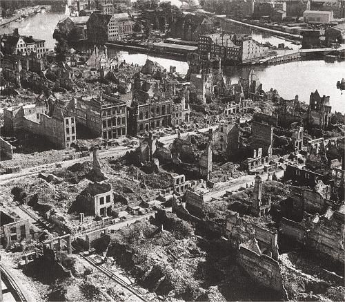 http://resources.ushmm.org/film/display/detail.php?file_num=5551 Video with Gdańsk destroyed in wwII