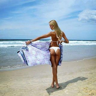❤️ the beautiful @camilla_akerberg enjoying the spring sunshine with our new  Loloda beach towel online now #urbanexotic #beachbabe #byronbay #spring #yogi #traveltowel #style