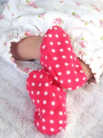 Perfect little flannel baby shoes for two perfect little feet.  Link to pattern included.