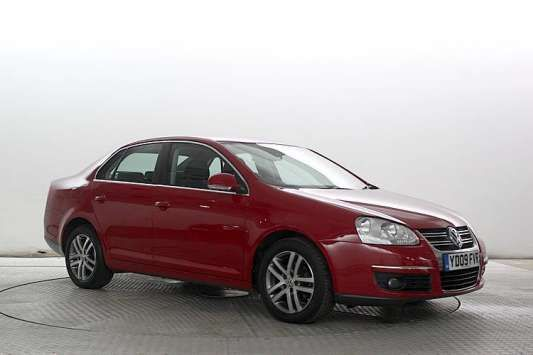 Used 2009 (09 reg) Red Volkswagen Jetta 1.9 SE TDI PD 4dr DSG for sale on RAC Cars