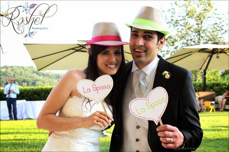 La sposa e lo sposo nel loro Wedding Photo Booth di Roshel Weddings & Co.  http://roshel-weddings-and-co.blogspot.it/2015/02/l-del-photo-booth-facce-da-matrimonio.html