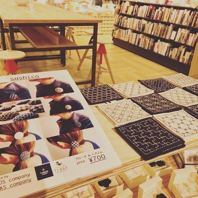 お洒落福祉テラスカンパニーの『SASHICO』 取扱店が徐々に増えていっております!  見かけたら是非手に取ってみてみてください もちろん手縫いです  #就労支援#就労継続支援a型#障害者福祉#お洒落福祉#宇都宮#トモスカンパニー#テラスカンパニー#キャンドル#刺し子#ハンドメイド#経営者#コンサル#アウトドア#キャンプ#アウトドアグッズ#アウトドアグッズ#outdoor#candle#ボタニカル#オーガニック#organic#卸#love#焚き火labo#インテリア#インテリア雑貨#縫製#オーダーメイド#ギフト#ドライフラワー