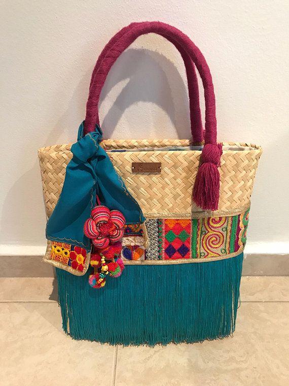 56a6289af Sirenas son bolsas artesanales y étnicas elaboradas en material de paja y  telas bordadas escogidas personalmente para crear diseños únicos, ...