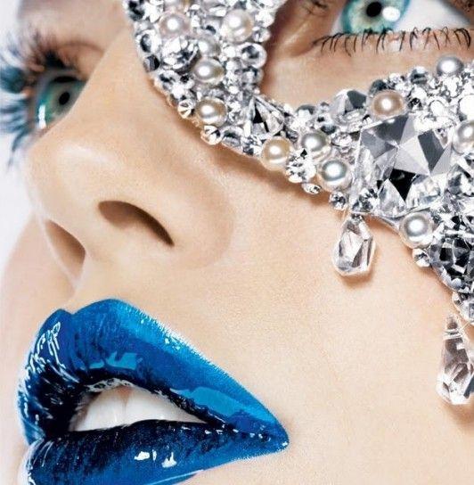 Labbra blu con gloss prezioso