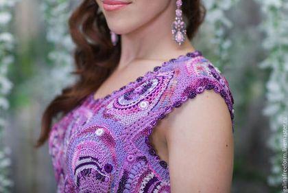 Купить или заказать ПЛАТЬЕ ФИАЛКОВЫЕ ЛЕДЕНЦЫ в интернет-магазине на Ярмарке Мастеров. Авторское вязаное платье «Фиалковые леденцы» Это платье создано для женщины, имеющей нежное любящее сердце! Для той, с которой мужчина будет чувствовать себя самым счастливым! И это не случайно. Ведь чудесная фиалка – это символ идеального брака, а тем, кому посчастливится отыскать и сорвать ее, предание сулит в жены самую красивую и самую богатую в мире женщину.
