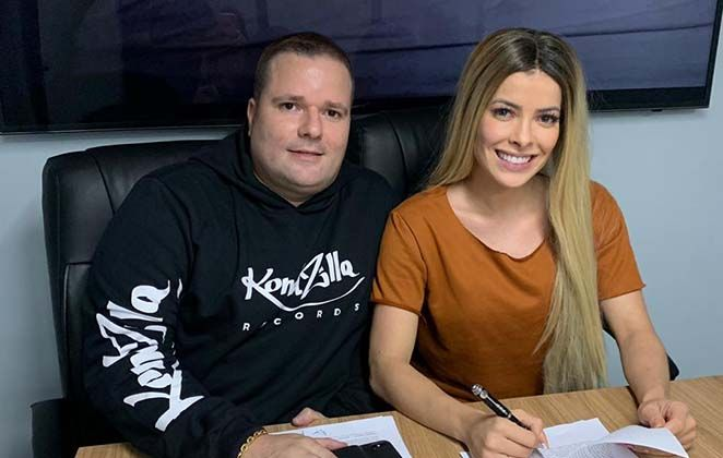 Jaqueline Grohalski firma contrato con KondZilla   – Notícias dos Famosos
