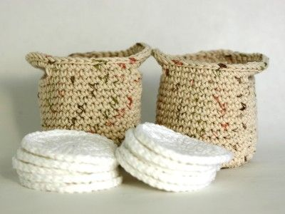 Crochet makeup remover pads with a clean and dirty bag!