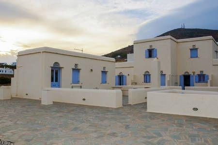 Δείτε αυτήν την υπέροχη καταχώρηση στην Airbnb: Η ΑΝΑΤΟΛΗ ΤΟΥ ΠΟΡΤΟ - Συγκροτήματα κατοικιών προς ενοικίαση στην/στο Tinos