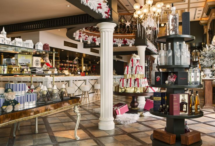 Enjoy a coffee or a hot beverage on the Mezzanine of the GB Corner Gifts & Flavors Shop in Athens, at Syntagma Square!