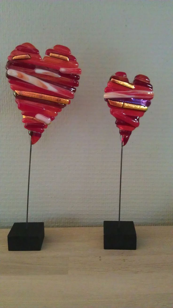 Fused Hearts on stands. Frk. Struds og de andre krudtugler: Glaskunst | very pretty
