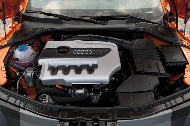 2015-Audi-TT-S_Engine