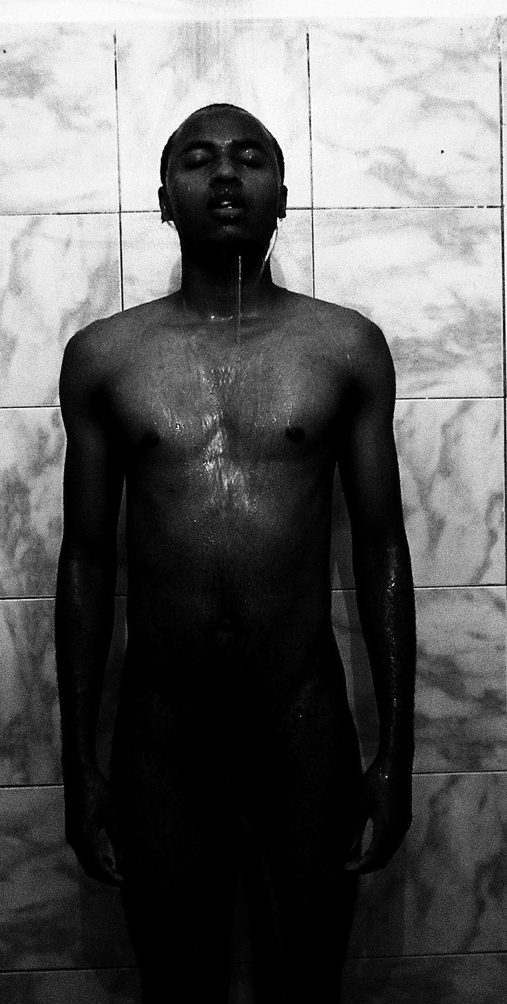 Em um banho de sombras os sonhos são pesadelos e frustrações.