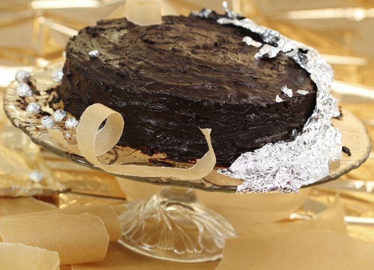 A csokitorta nemcsak az ünnepeket, a hétköznapokat is megédesíti. A francia változat verhetetlen , a krém egyáltalán nem émelyítő. Semmi kétség, ez az egyik legfinomabb torta.