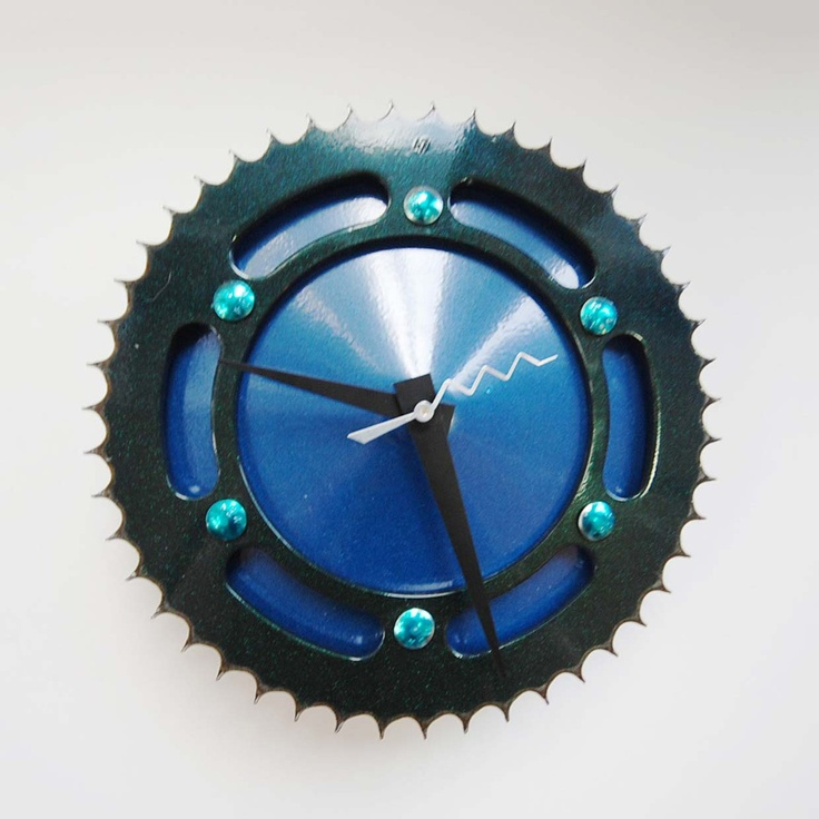 Old bike piece turned into a clock
