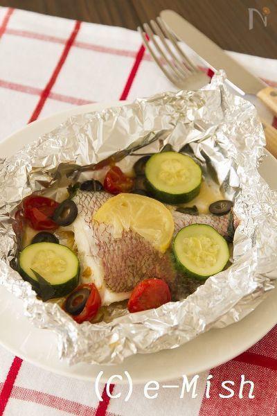 【塩レモンレシピ】  塩レモンの風味が爽やかなホイル焼きです。  鯛以外の白身魚でも美味しく作れます。