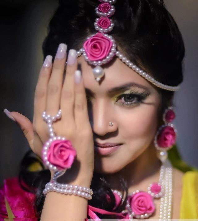 Flower mehndi jewellery