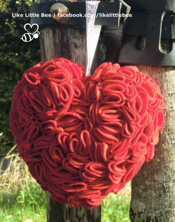 Schattig+rood+vilten+hartje+van+LikeLittleBee+op+Etsy,+€18.50