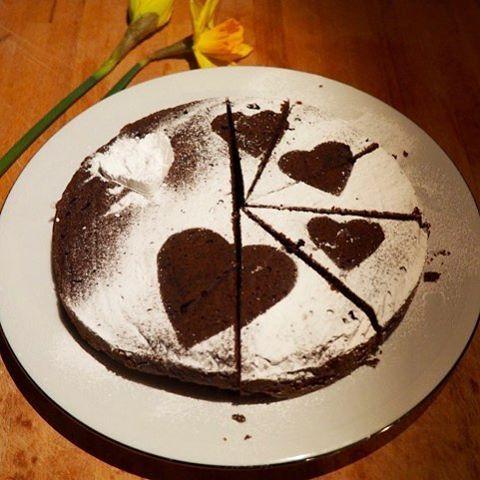 Mijn cadeautje voor moederdag! Chocoladecake zonder bloem (meel).