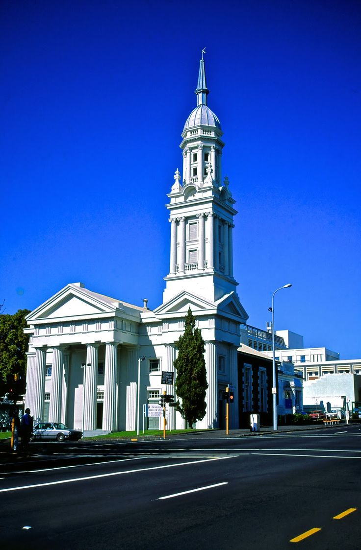 St.Andrew's Presbyterian Church, Three different types of columns can be seen