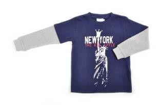 Camiseta para niño en color azul oscuro, con estampado de la Estatua de la Libertad al frente.