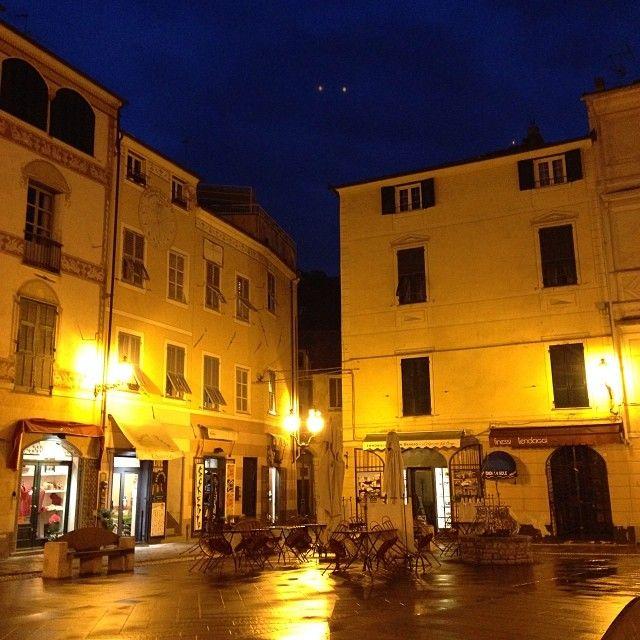 """E' uno dei borghi più belli d'Italia - A 5 km circa da Loano - D'estate si svolge la manifestazione """"Viaggio nel Medioevo""""durante la quale il borgo si trasforma in un villaggio medioevale con botteghe, locande, giostre, spettacoli. www.finalborgo.it"""