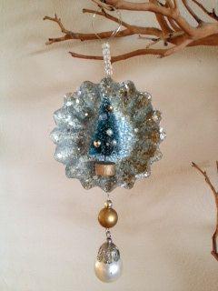 Vintage Style tart tin glitter Christmas ornament