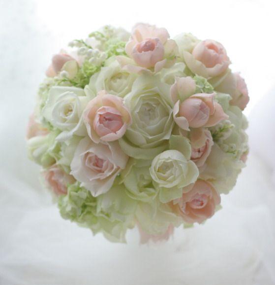 提携先のシェ松尾青山サロン様へ、お届けしたブーケでした。ピンクの小さ目のバラをヘッドドレスにつけるというお話だったので「M-ヴィンテージピンク、もしいいの...
