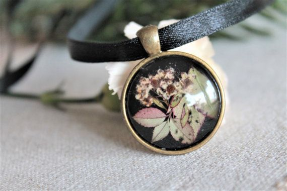 Round botanical pressed flower pendant green leaves by Miodunka