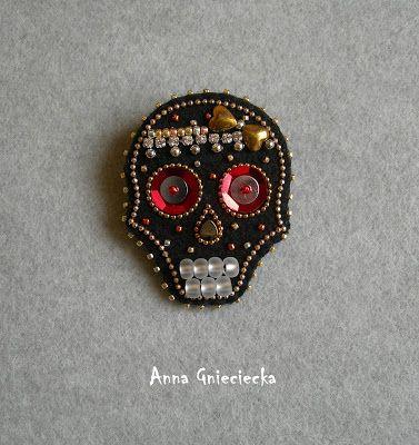 halloween brooches - skulls