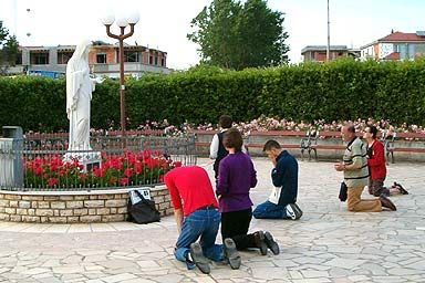 Catholics Remove The 2nd Commandment! - Catholics bowing to an idol. It's IDOLATRY!
