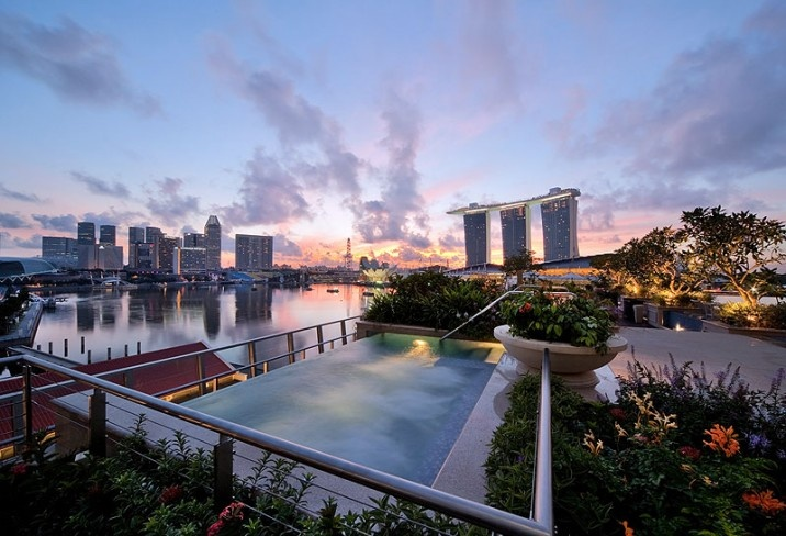 The Fullerton Bay Hotel in Singapore – rooftop infinity pool