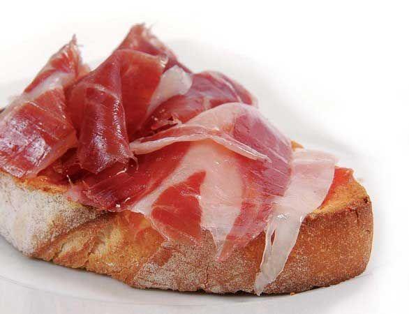"""Disfrutar de los placeres que nos ofrece la vida no cuesta tanto, una tostada """"pan con tomate"""" con jamón http://7bellotas.com/shop es rápido y sencillo de preparar, una delicia para el paladar !"""