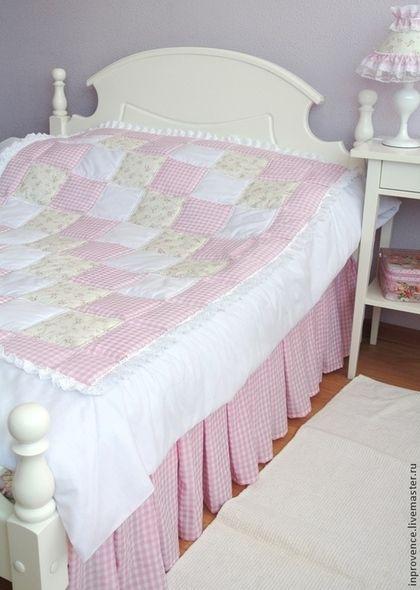 Лоскутное покрывало нежно-розовое для девочки в стиле Шебби Шик. Покрывало пэчворк в детскую комнату. Покрывало для детской нежно-розовое покрывало