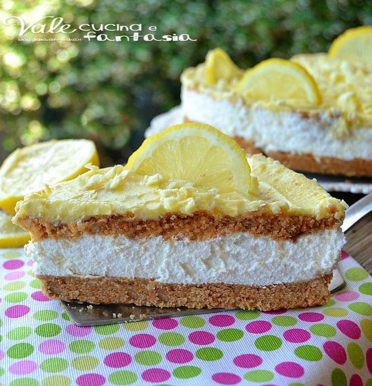 Torta fredda al limone e cioccolato bianco con doppio biscotto